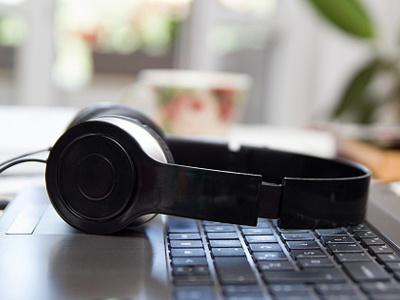 headphones-keyboard.jpg
